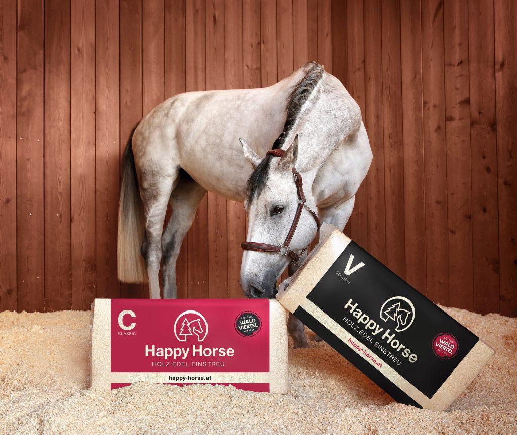 Pressefoto: Pferd mit Happy Horse-Ballen